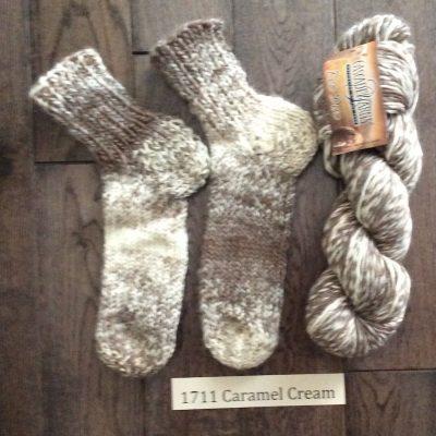 1711 caramel cream yarn